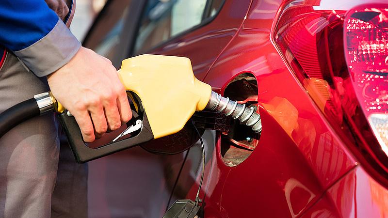 Rákaptak a drága benzinre az autósok
