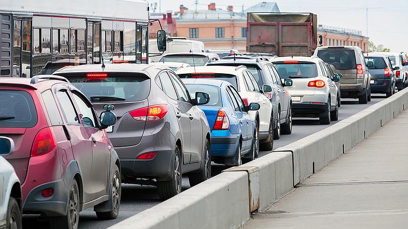 Megállították autóikat a szerbek - leállt a forgalom