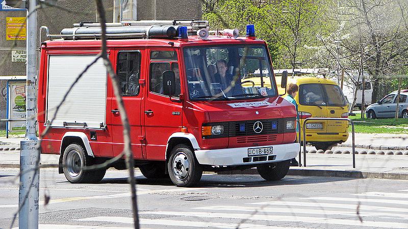 Porrá égett egy Porsche az M1-esen