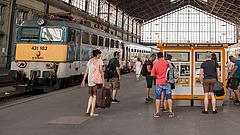 Bontják a pavilonokat a Nyugati és a Keleti pályaudvaron
