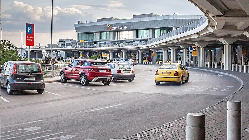 Újabb táskafelvágás a reptéren - Babos Tímea az áldozat