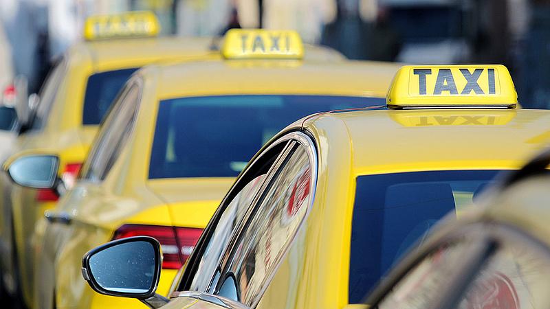 Érkezik az újabb taxisdemonstráció