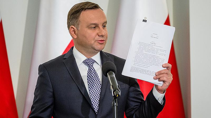 A lengyelek is beszállnak az alkotmányozásba