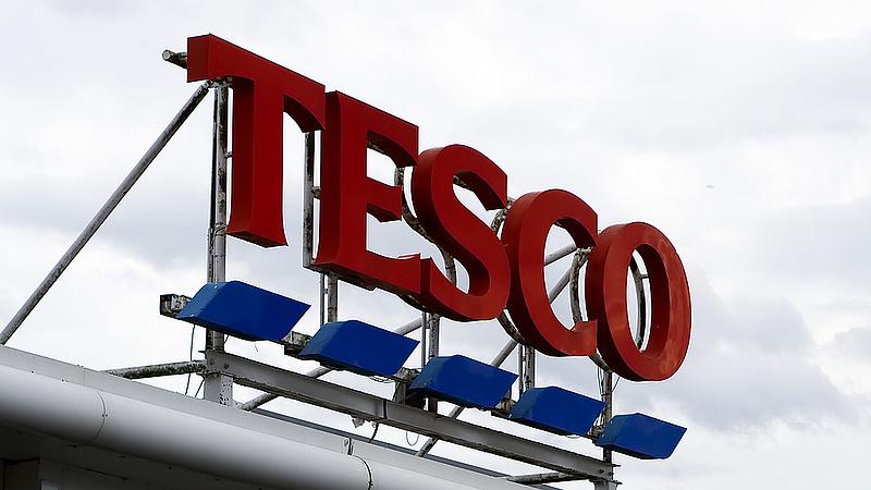 Váratlan húzás a brit Tescótól - mit szólnak a vásárlók?