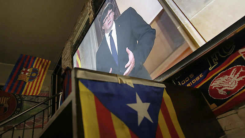 A katalánok tovább feszítik a húrt - a cégek viszont menekülnek
