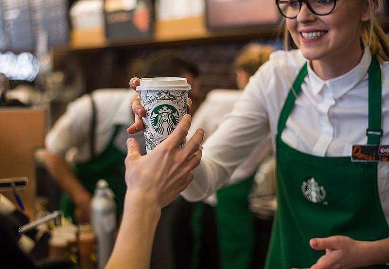 Koronavírus: a Starbucks változtat a 35 éves gyakorlatán