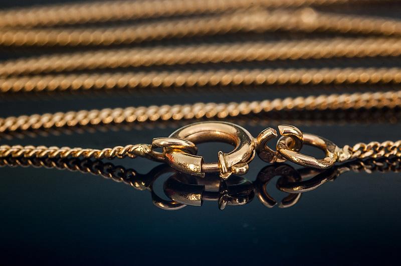 Ennyi valódi aranyat találtak a hírhedt aranyhamisítónál: most licitálhat rá