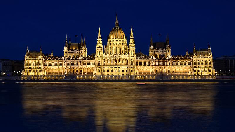 Jelentett a Moody's - ez vár Magyarországra