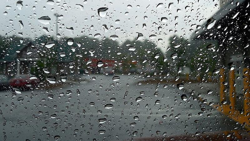 Figyelmeztetés: akkora vihar jön, hogy inkább ne menjünk a szabadba