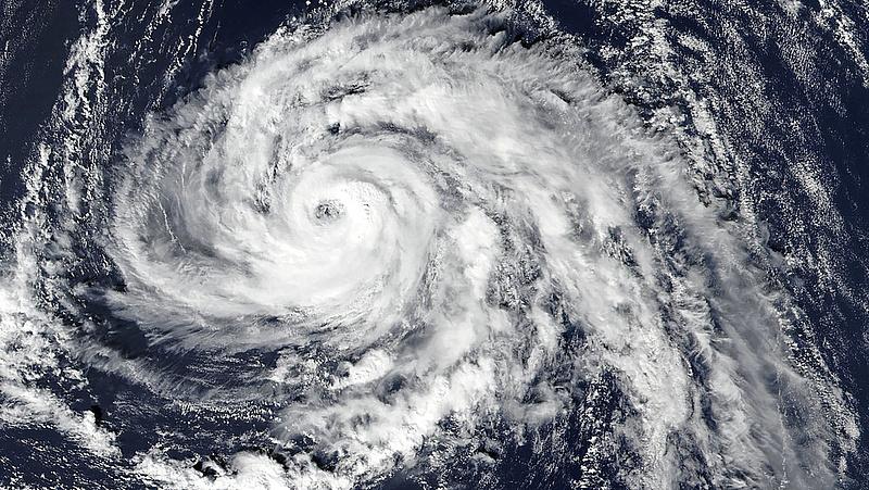 Tombol a hurrikán a Brit-szigeteken