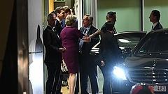 Együtt vacsorázott May és Juncker