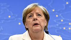 Mentőövet dobtak Merkelnek