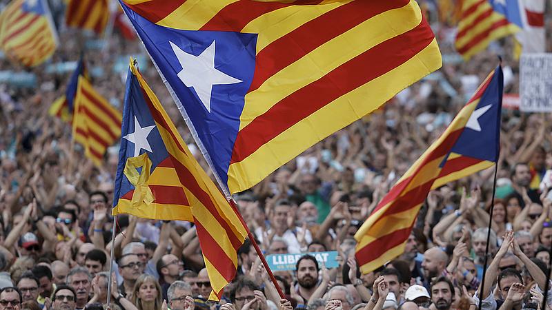 Nem helyezi szabad lábra a két katalán függetlenségi politikust a bíróság