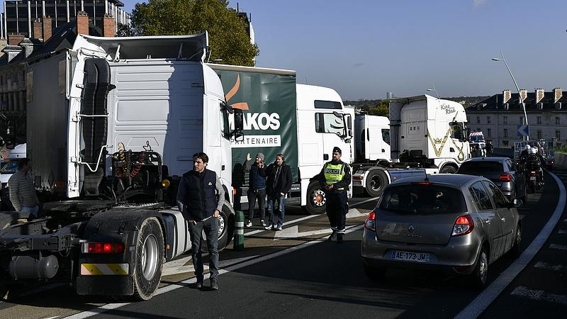 Áll a bál a franciáknál - Mit lép most a kormány?