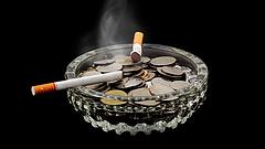 Több tíz milliárdot vesz ki a büdzséből az illegális füstölés