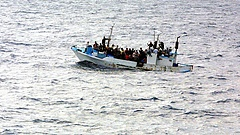 Szardínián sem engedik kikötni a viharos tengeren hánykódó Aquariust