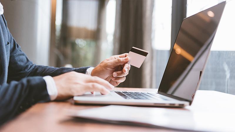 Új kötelezettség jön az online vásárlásoknál szeptembertől
