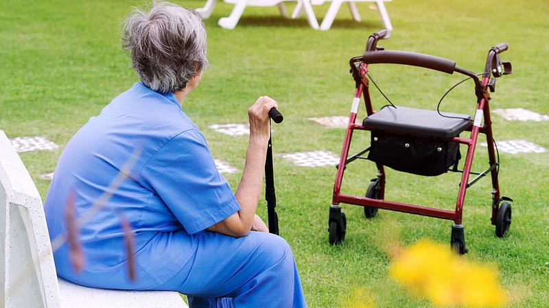 Kiderült:a nyugdíjkasszát 25 milliárddal vágja meg a kormány jövőre