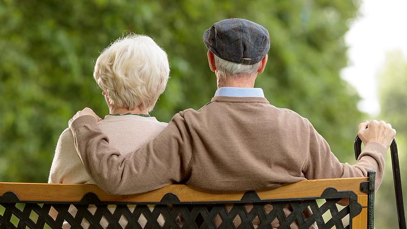 Sok 64 év feletti föllélegezhet - itt a kormány javaslata