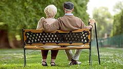 Karácsony: a nyugdíjasoknak 120 ezer forintos pluszjuttatás járna