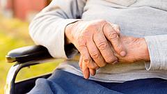 Nyugdíjemelés: elbánhat az idősekkel a jövő évi büdzsé