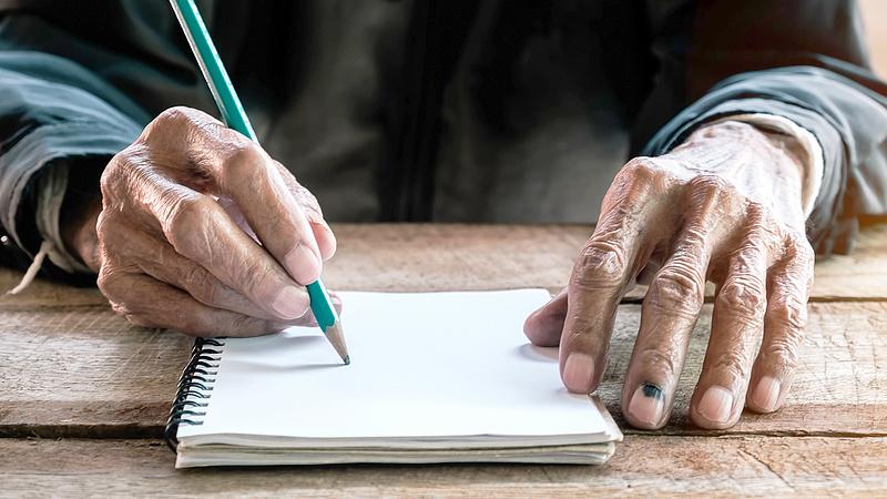 Óriási roham a nyugdíjas szavazatokért - 70 százalékos emelés Romániában