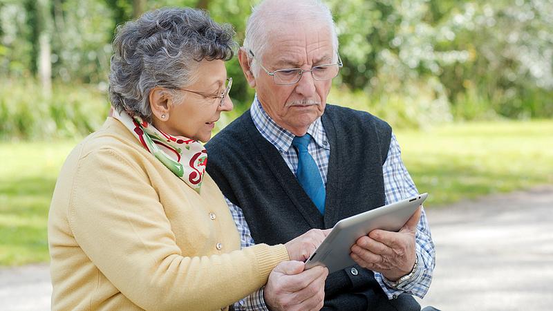 Jöhet a 13. havi nyugdíj, ha kibírta a járványt - ekkora áldozattal járhat