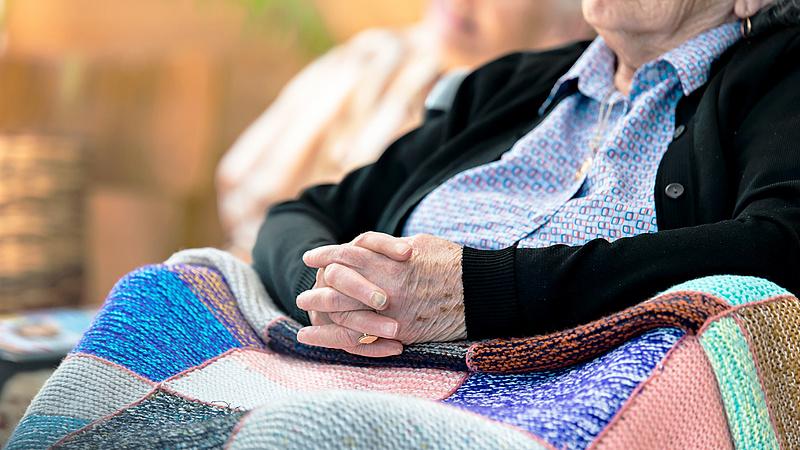 Felpörgetik a nyugdíjemelést a csehek
