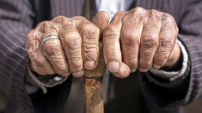 A magyar nyugdíjasok egyre lejjebb sodródnak