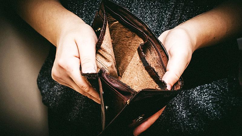 Jövőre emelhetik a legkisebb béreket
