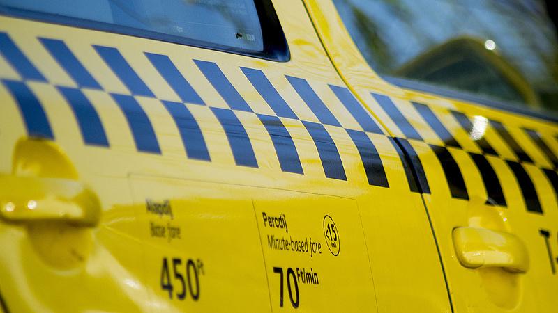 Besokallt több száz taxis - Budapest jár rosszul