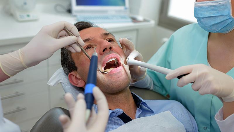 Januártól a fogorvosok is digitalizálódnak, de ki tömi be a biztonsági réseket?