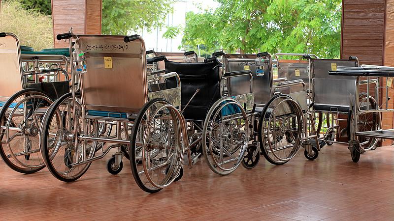 Százmilliós összegek folyhatnak be a kórházi parkolásokból - de hová tűnnek?