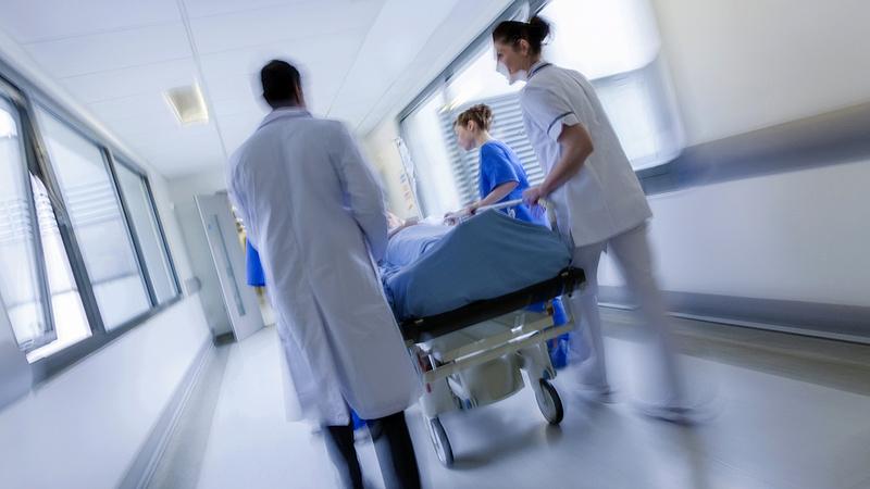Bedöntheti a kórházakat az orvosi kamara bérjavaslata