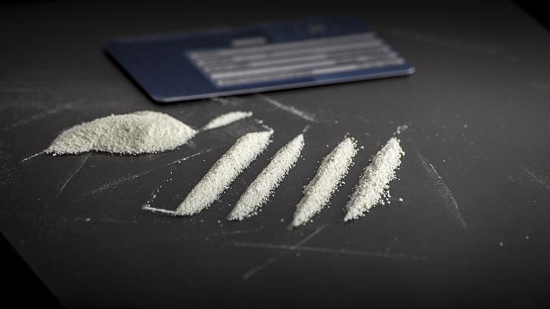 Mint a filmekben: sok drogot tartott a lakásban