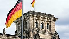 Vallottak a németek, gondban lehet Merkel