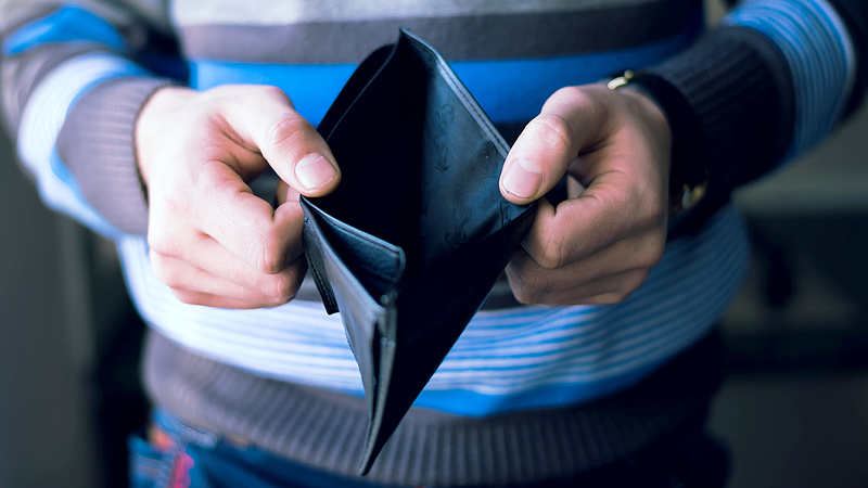 Döbbenetes tények a magyar fizetésekről - a többség csak ennyiből él