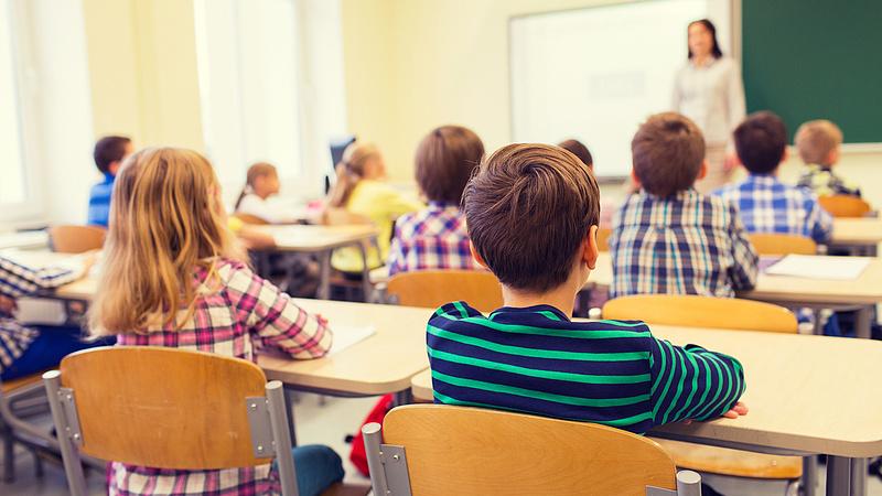 Szakmai pótlékkal növelik a pedagógusok jövedelmét - jelentette be Kásler Miklós
