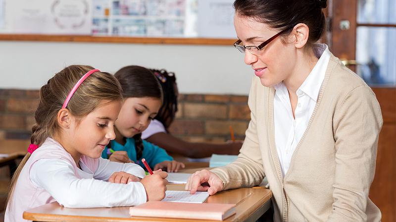 Elfogynak a pedagógusok, drasztikus béremelés kell - figyelmeztet az LMP