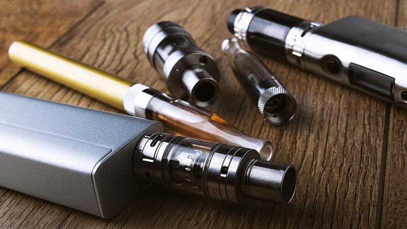 Komoly vita bontakozott ki a füstmentes dohánytermékek betiltásáról Hongkongban