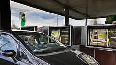 Kötelezték a Molt, hogy legyen olcsóbb a tankolás új benzinkútján
