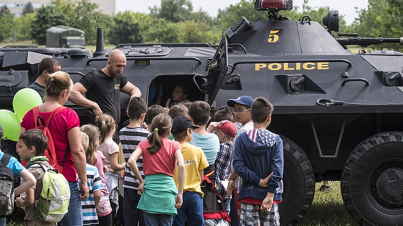 Honvédelmi intézkedési tervet kell készíteniük az óvodáknak és iskoláknak