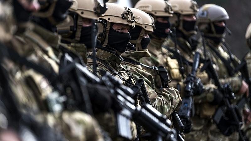 Béremelést kapnak a katonák