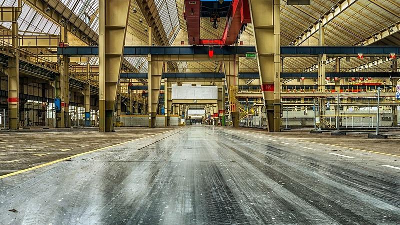 Decemberben április óta először csökkentek a német feldolgozóipari megrendelések