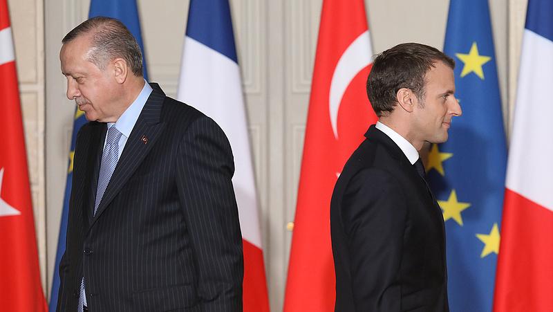 Macron ajtót mutatott a törököknek