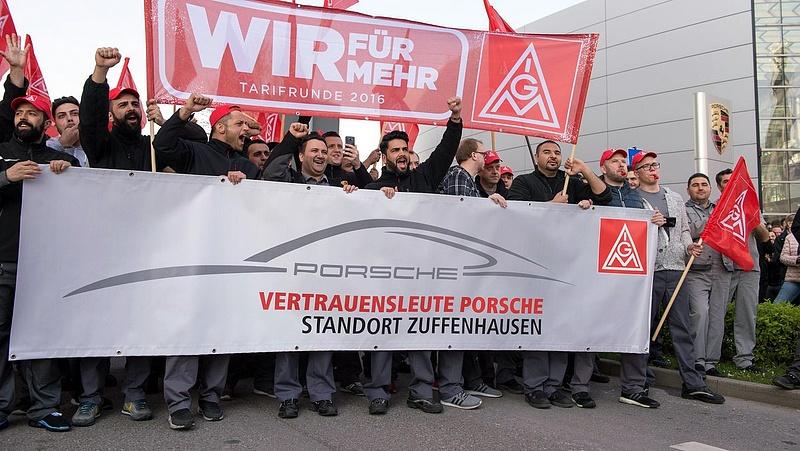 Félmilliósra duzzadt a német sztrákhullám