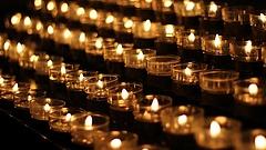 Több ezres békemenetet tartanak a srebrenicai mészárlás emlékére