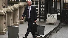 A brexitügyi miniszter panaszkodott Maynek