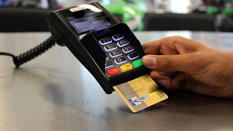 Így csalhatnak a bankkártyájával a pénztárosok