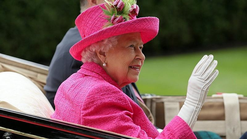 Példátlan dolgot tesz Erzsébet királynő